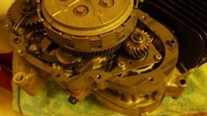 Moottorin sivukoteloiden asennus_2