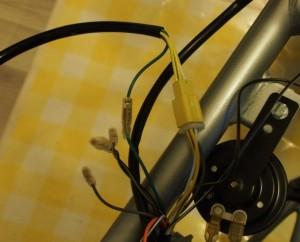Kytkinkahvapiuhojen (vihreä äänimerkin johto ja keltainen liitin) kytkentä on helppoa
