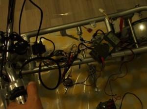 Äänimerkin testaus, n. 6V tulee äänimerkin johtimiin painiketta painaessa.