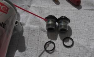 Ylätulpan O-rengaspoteron öljyäminen.