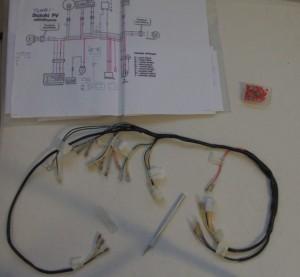 Johtosarjan tutkimisessa käteviä ovat sähkökaavio, terävä